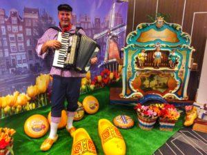 draaiorgel huren thema holland hollands klompen tulpen reuzeklompen decoratie accordeonist